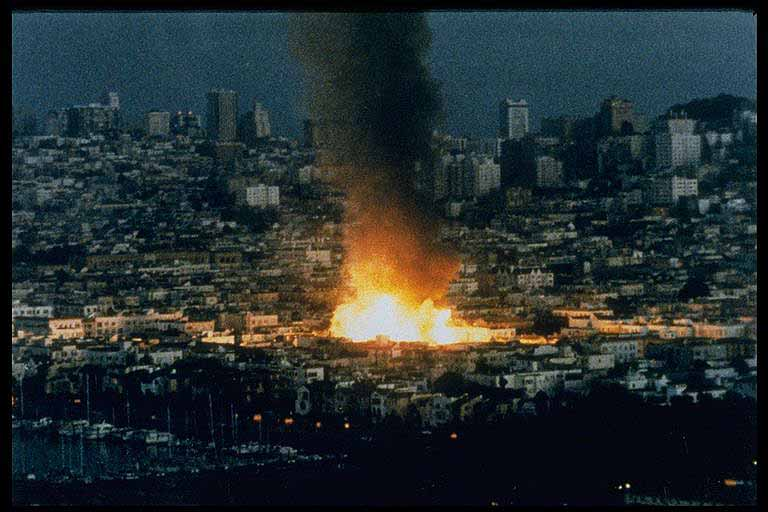 San Francisco (Loma Prieta earthquake) 1989: Fire erupts in the hard ...